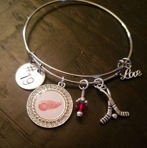 Detroit Red Wings Bangle Charm Bracelet